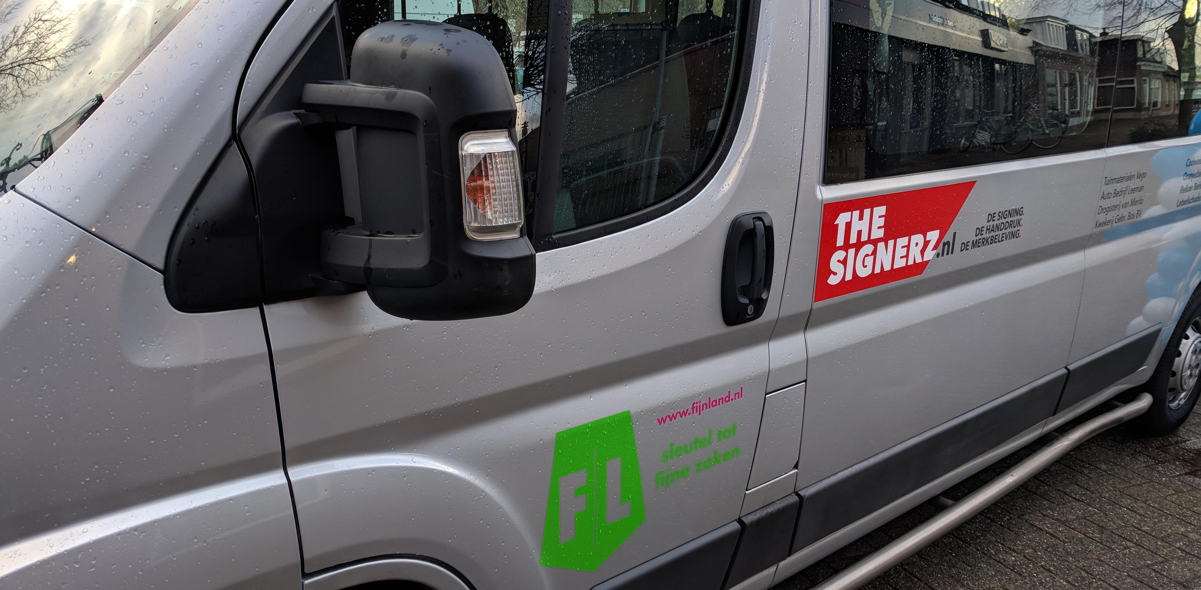 Trotse sponsor van de Sosijn-bus